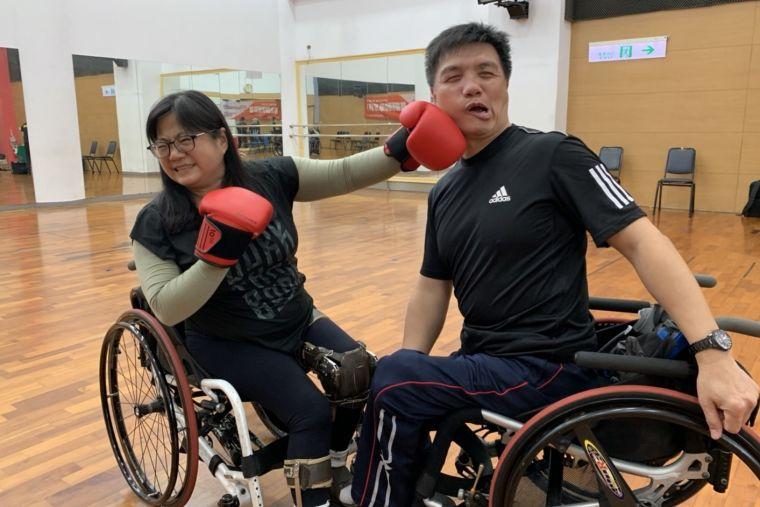 亞帕運輪椅舞銀牌夫妻檔黃薏蓉(左)和郭文生。官方提供