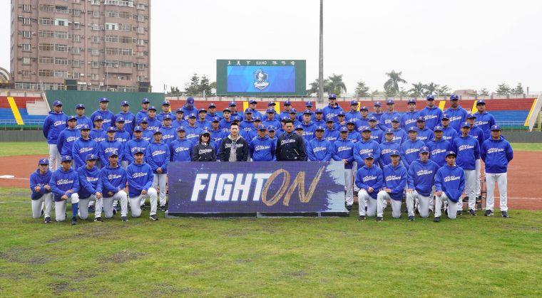今年喊出「FIGHT ON」作為年度口號正式展開春訓備戰新賽季,要在中職32年賽季強悍出擊!大會提供
