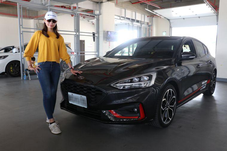 來自高雄的劉姓正妹女車手,成為眾多車手當中的焦點。官方提供
