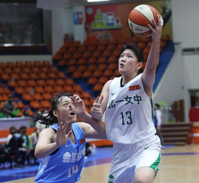 北一女蔡佑蓮26分及生涯最多22籃板,首度「雙20」。大會提供