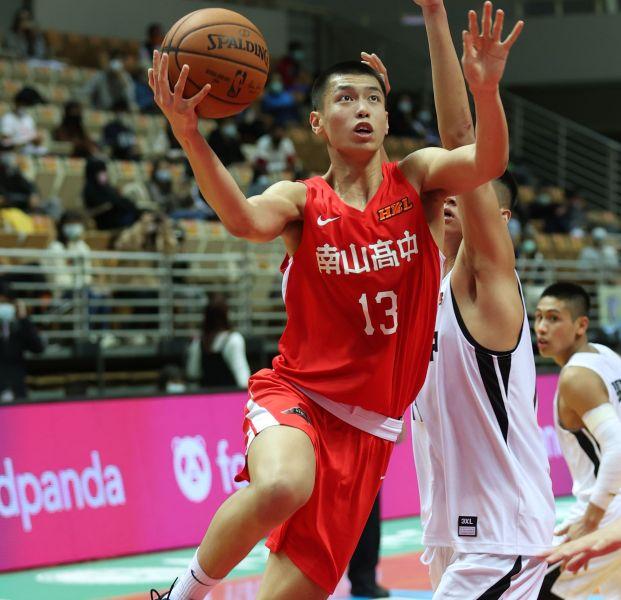 南山吳志鍇29分19籃板4項新高。李天助攝