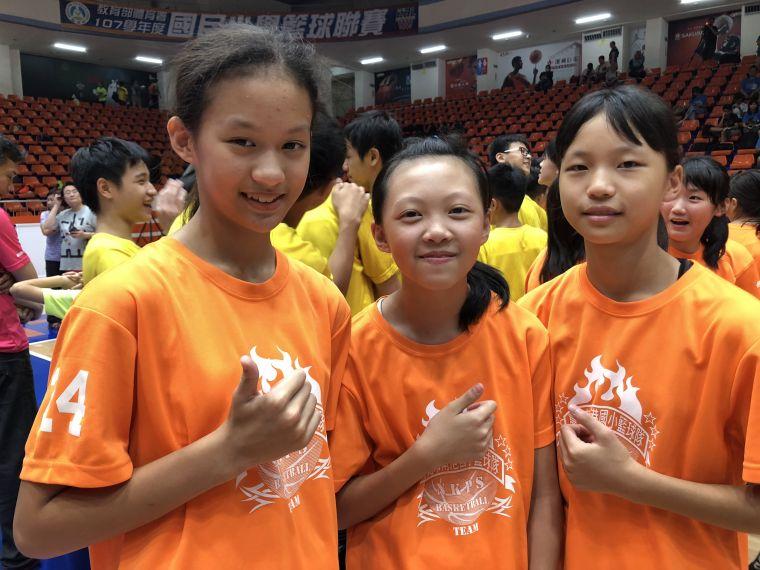 南港畢業後將轉戰國中聯賽甲級的韓芷琛(左起)、周裔、盧柏岑。大會提供
