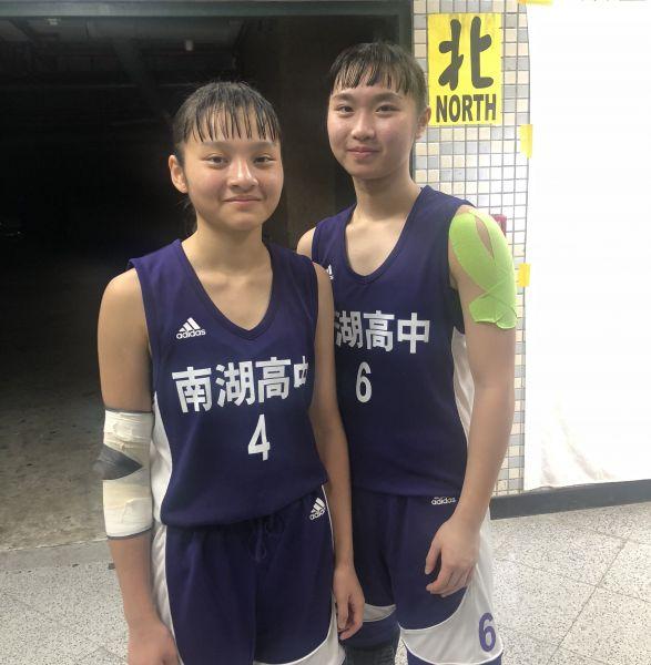 南湖「大成雙衛」王婷雯(右)、詹昀婷得分都上雙。大會提供
