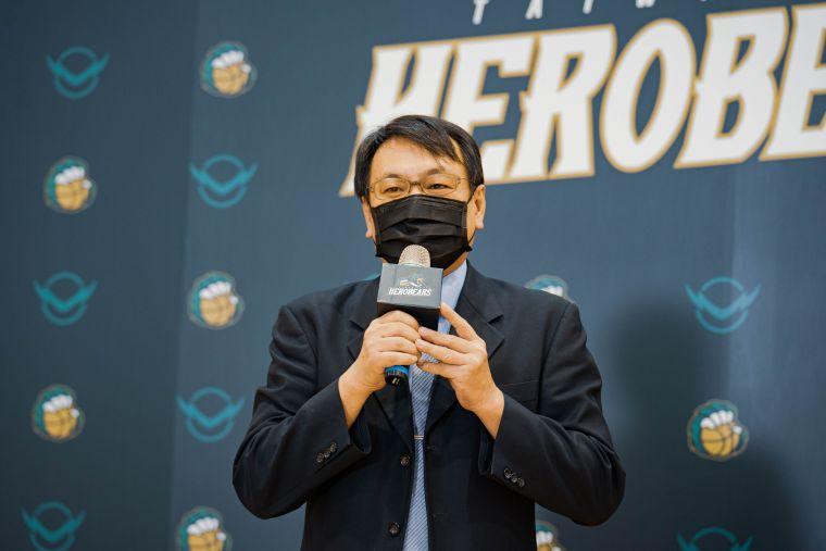 台啤英熊領隊丁彥哲喊話台啤籃球隊拿下SBL、T1雙冠軍。官方提供