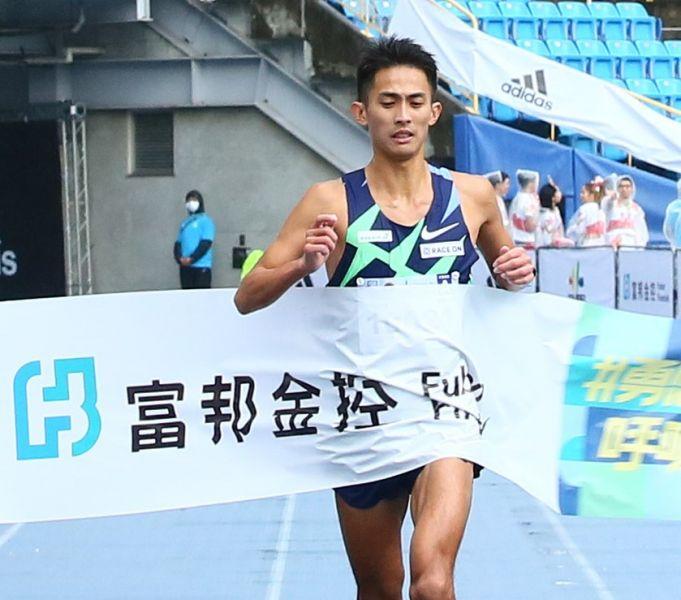 台灣好手周庭印已破個人PB的2小時23分21秒成績奪得馬拉松男子組台灣選手第一名。大會提供