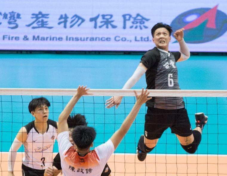 台電男排 詹旻翰攻擊。中華民國排球協會提供