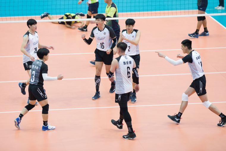 台電男排得分後歡呼。中華民國排球協會提供