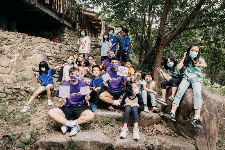 司馬庫斯孩童部落導覽 帶領攻城獅球星認識「上帝的部落」。官方提供