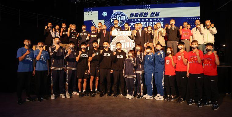 109學年度富邦人壽UBA大專籃球聯賽公開一級決賽大合照。李天助攝