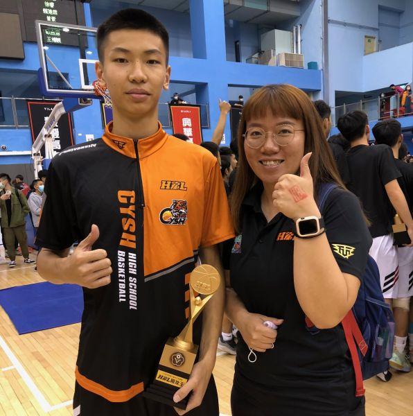 嘉中一哥「雙冠王」羅楷翔有個教練姑姑龍津高中羅慧潔。大會提供