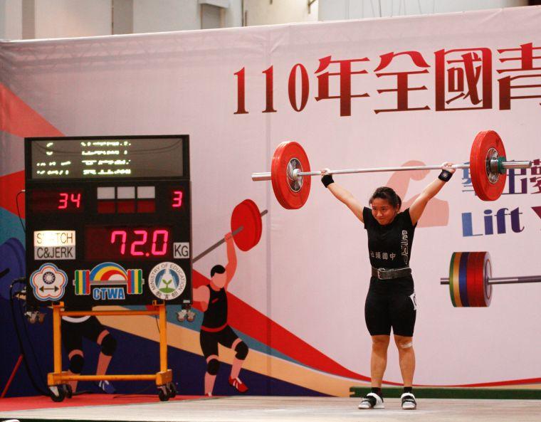 國中女生組49公斤級金牌黃宜甄挑戰抓舉72公斤成功(原青少女抓舉紀錄67公斤)。資料照