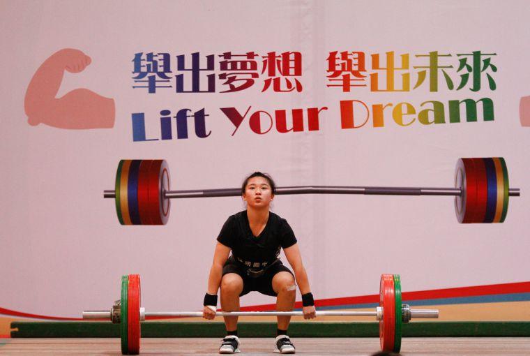 國中女生組49公斤級金牌黃宜甄。協會提供