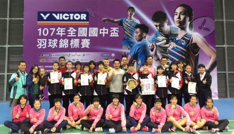 國中盃女團冠軍 東南國中。羽球協會提供