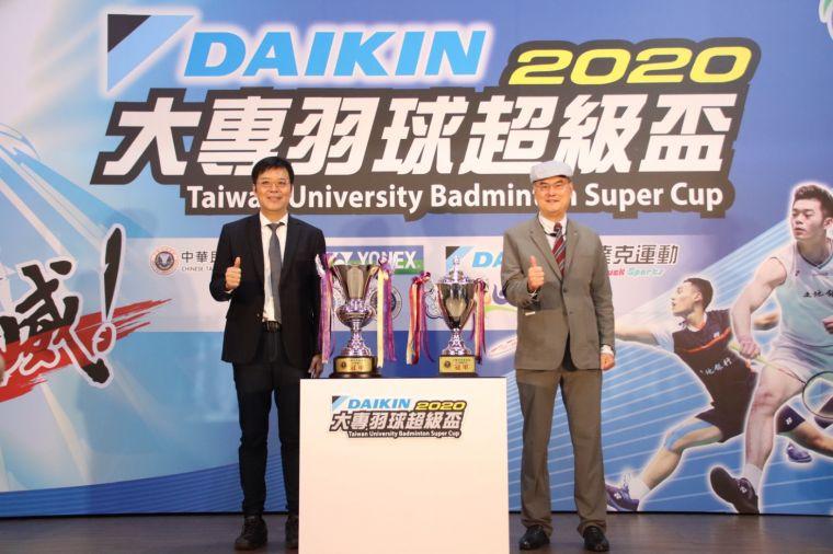 圖1.羽協理事長張國祚與大金董事長蘇一仲 共同為「超級盃」揭幕儀式。大會提供