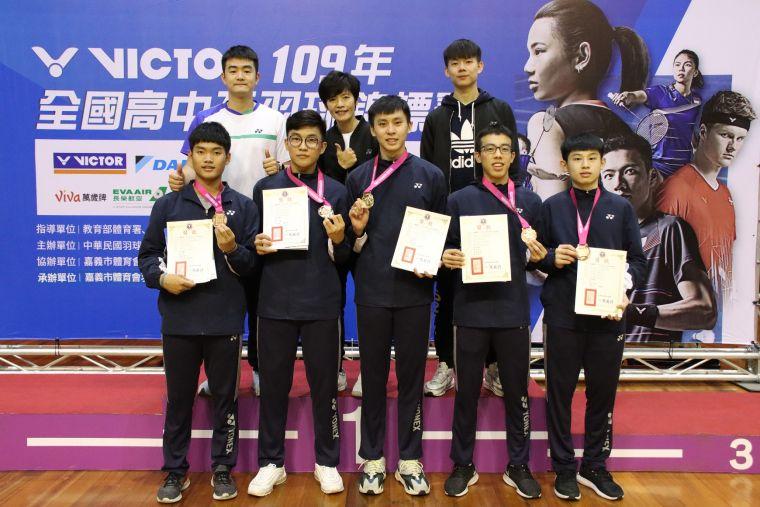 西苑合庫成109年高中盃最大贏家。羽協提供