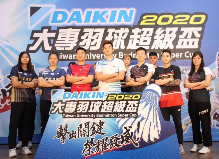 王齊麟領軍各校羽球選手代表 誓師開戰。官方提供