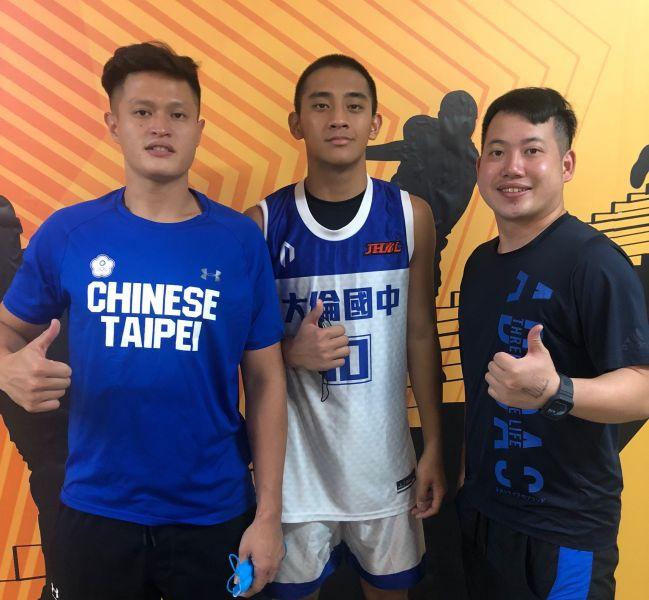 大倫「超級一哥」林現惟最終戰,前後任教練陳泓澤(右)、詹軍。大會提供