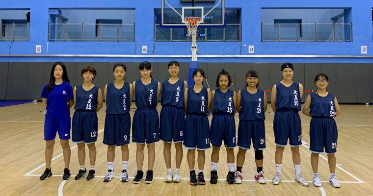 大直教練許珍瑜(左)領軍2連勝晉八強。大會提供