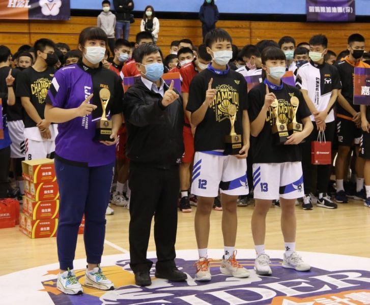 女乙級個人獎得主李苡瑈(左起)、蔣宛儒、鄭芯昀(2獎)。大會提供