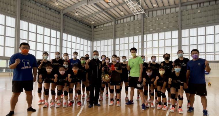 台中女子排球代表隊在秋節期間總集訓。台中市運動局提供
