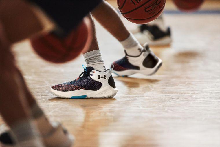 專業運動品牌UNDER AMROUR推出全新鞋面科技「UA Clone」,其彈性及伸展性能完美適應各種腳型。官方提供