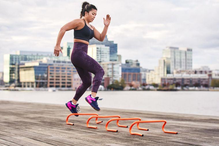 專業運動品牌UNDER ARMOUR為了幫助女性運動愛好者解決這些困擾,2021年推出多款結合最新科技的訓練裝備。官方提供
