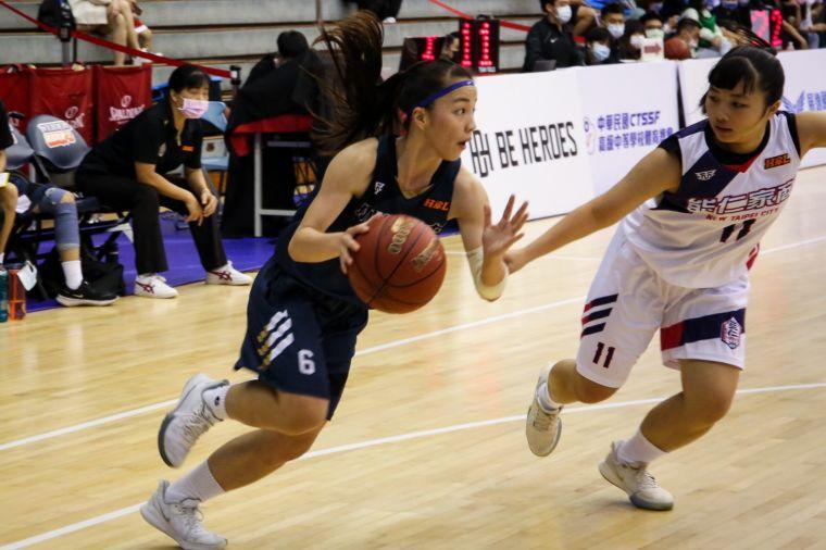 小港「一姊」黃敏慈3記三分球拿24分、9籃板、6助攻。大會提供