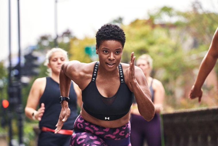 廣受好評熱銷的「UA Infinity運動內衣」與「UA Crossback運動內衣」,則強化了整體緩震與包覆性,降低女性乳房在運動過程中感到的壓迫不適。官方提供