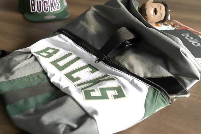 用NBA球衣製成的後揹包。官方提供