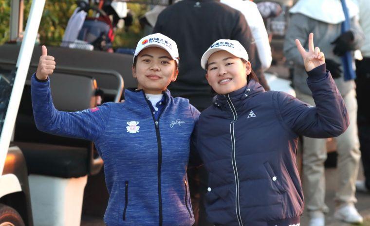 徐薇淩(左)和李旻在四人兩球拿下一勝。鍾豐榮攝影