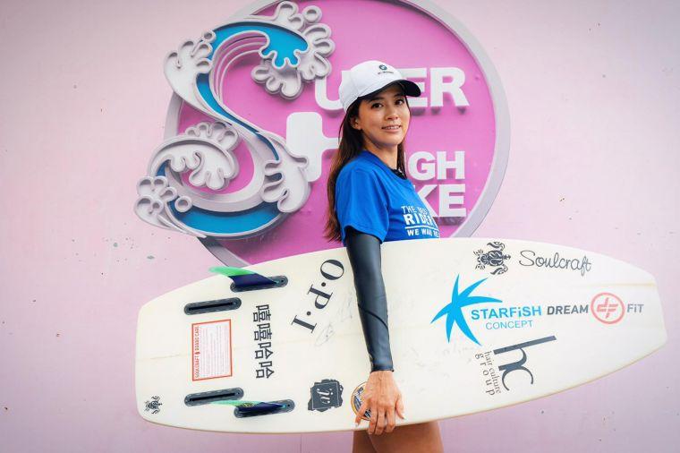 快艇衝浪選手陳美彤Kimberly獲得第四場國際「CWSA世界排名賽系列」Masters Women Surf組銅牌。照片台北市滑水協會提供