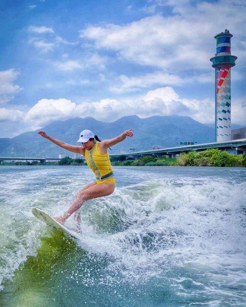 快艇衝浪選手陳美彤Kimberly獲得第四場國際「CWSA世界排名賽系列」Masters Women Surf組銅牌 。STARFiSH Agent提供