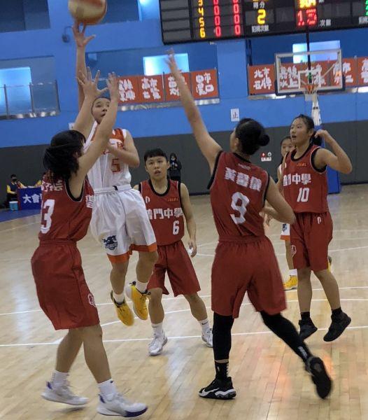 懷生陳孜綺突破普門包夾跳投、她拿21分、9籃板領軍逆轉。大會提供