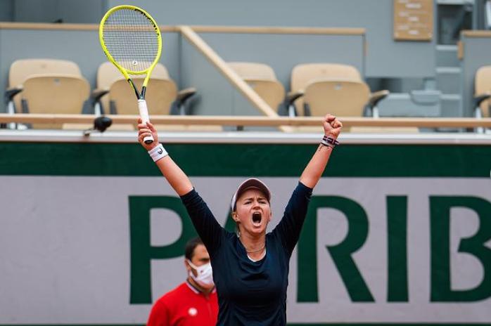 非種子球員卡蕾茨科娃今年法網單雙打闖進最後四強。摘自卡蕾茨科娃IG