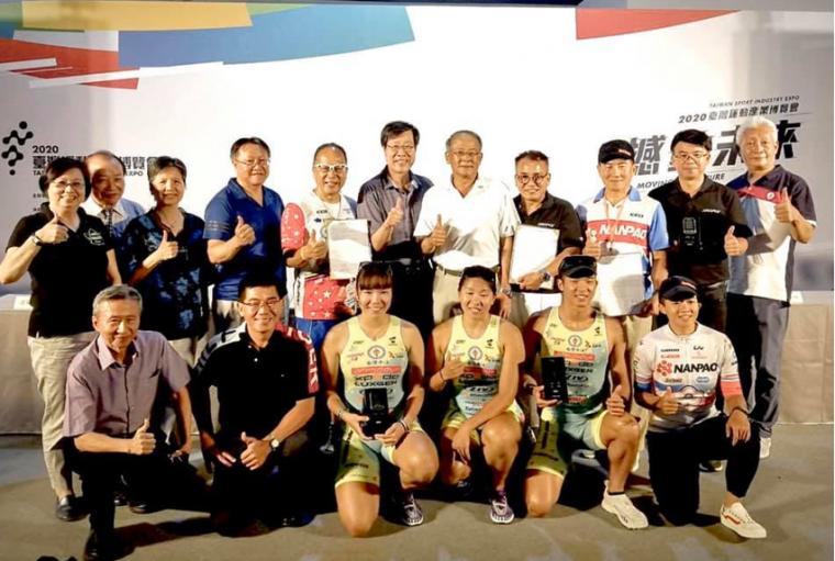 AROFLY長期與選手搭配,為台灣自行車運動供獻一份心力。官方提供