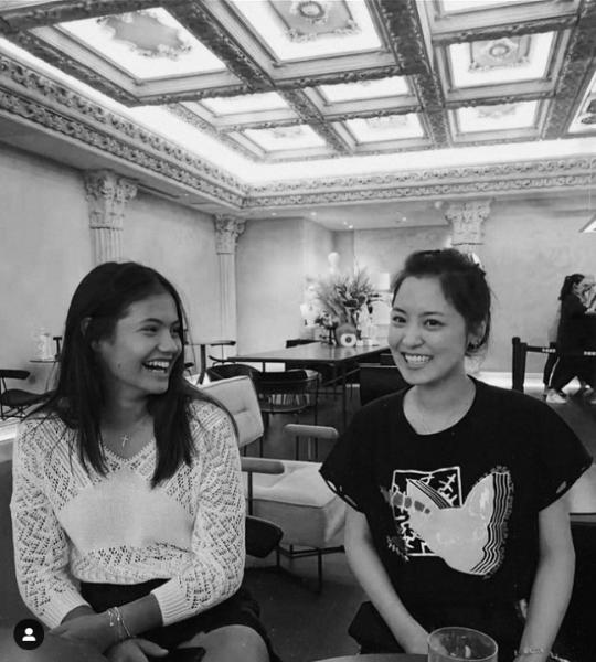 拉杜卡努在IG上打趣的說她媽媽像姐姐。摘自拉杜卡努IG