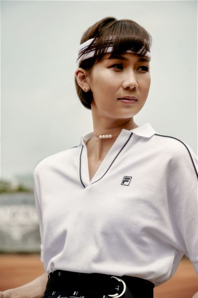 FILA垂墜感上衣也是經典的女性網球款式,與時尚結合轉化,簡單又耐看。官方提供