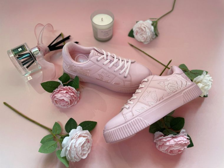 FILA COURT DELUXE BOLD粉紅售價2,480元。官方提供