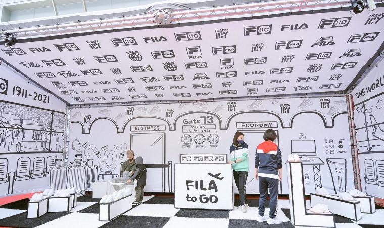 FILA 打造吸睛2D機場候機室韓風球鞋展示間,驚喜隱藏110周年彩蛋。官方提供