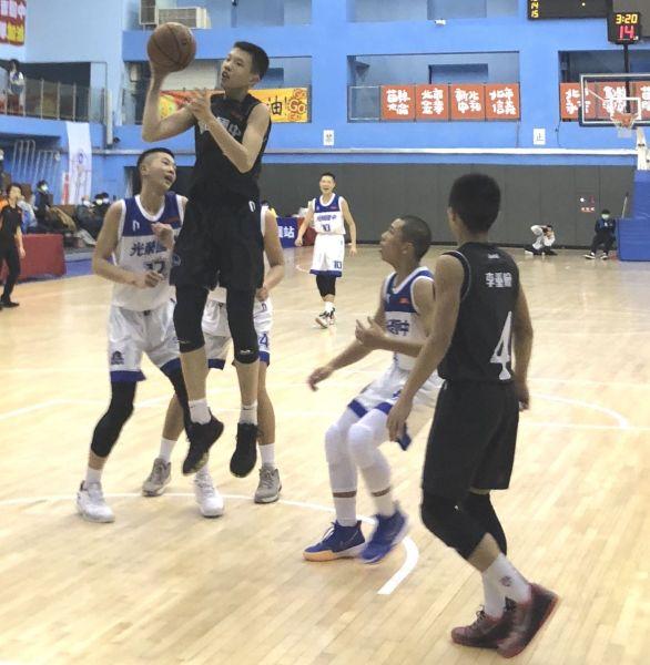 明仁陳均維24分、14籃板「雙十」。大會提供