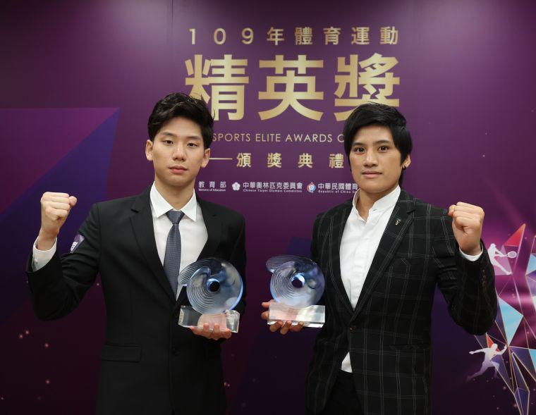 最佳男女運動員傑出獎王冠閎(左)陳念琴。李天助攝