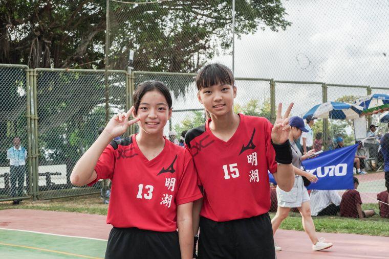 李思珊(左)、李思依(右)。大會提供