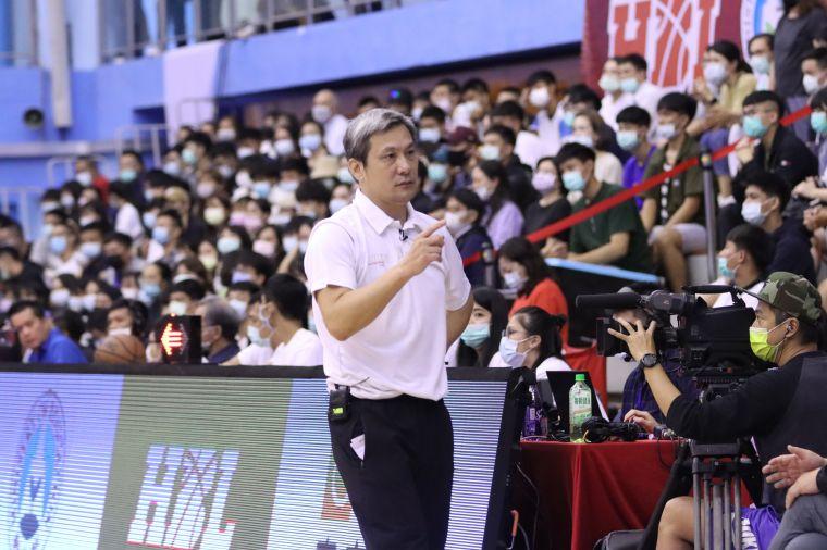 松山2連敗22日拚基商看教練黃萬隆的袖裡乾坤。大會提供