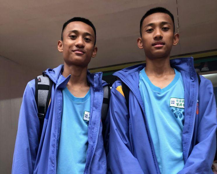 桃園建國雙胞胎哥哥陳瑋翰(左)、弟弟陳瑋傑就是要走籃球路。大會提供