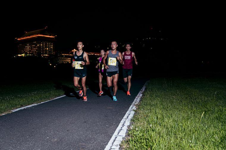 歷屆Wings for Life台灣冠軍李智群、陳雅芬、蘇志濱、李易勳開設App Run跑團相約起跑。大會提供