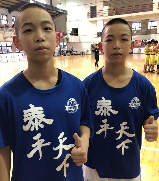 泰山雙胞胎哥哥錢文進(左)、弟弟錢文揚個性迥異但都愛搞笑。