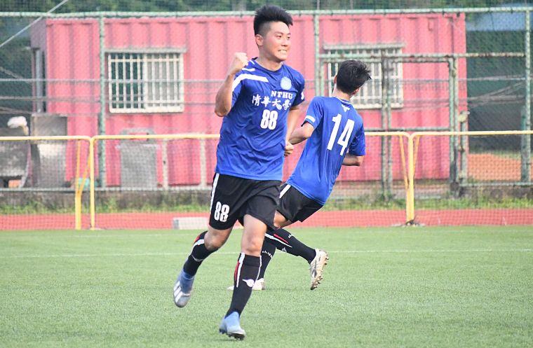 清華大學林哲緯罰球踢進。大會提供