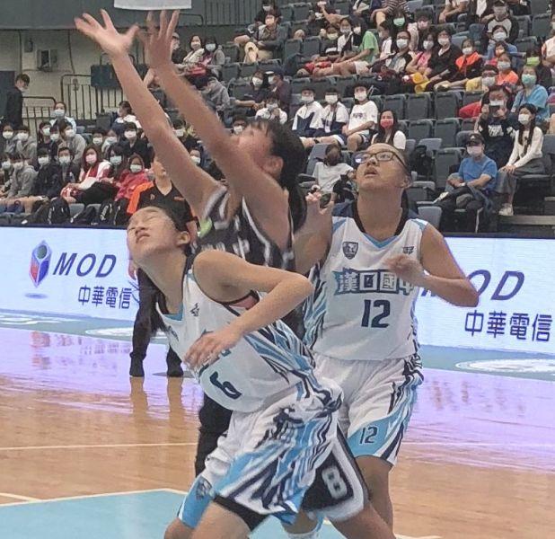 漢口「一姊」鄒沛宸(左、資料照片)與隊友的包夾防守是一絕 。大會提供