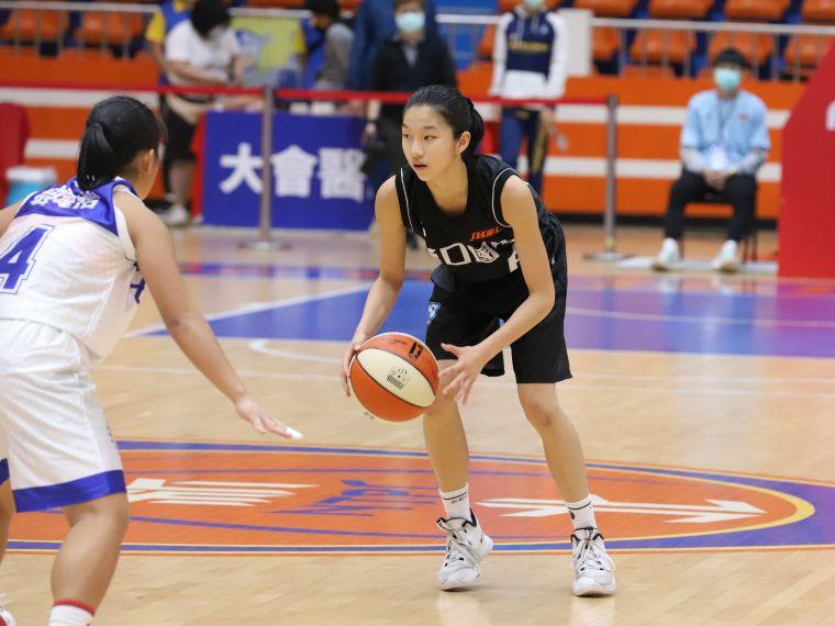 漢口「一姊」鄒沛宸17分、13籃板、8助攻、6抄截「準大三元」。大會提供