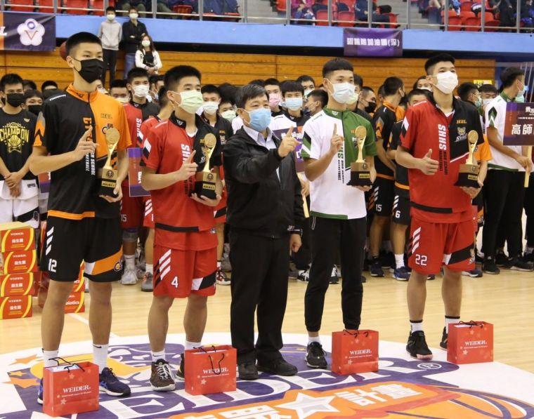 男乙級個人獎得主羅楷翔(左起)、陳曛豪、蔣岱估、王博穎。大會提供